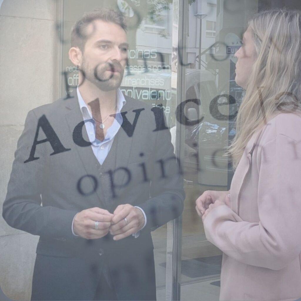 advice man en vrouw praten